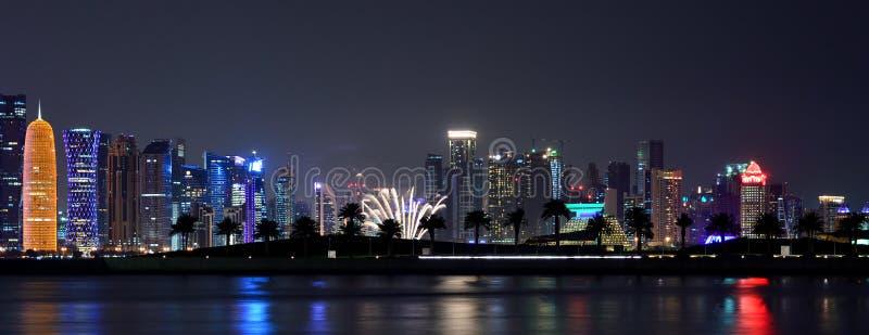 烟花和夜摄影卡塔尔 免版税库存图片