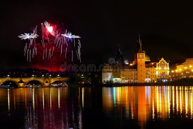 烟花布拉格夜空展示 库存照片