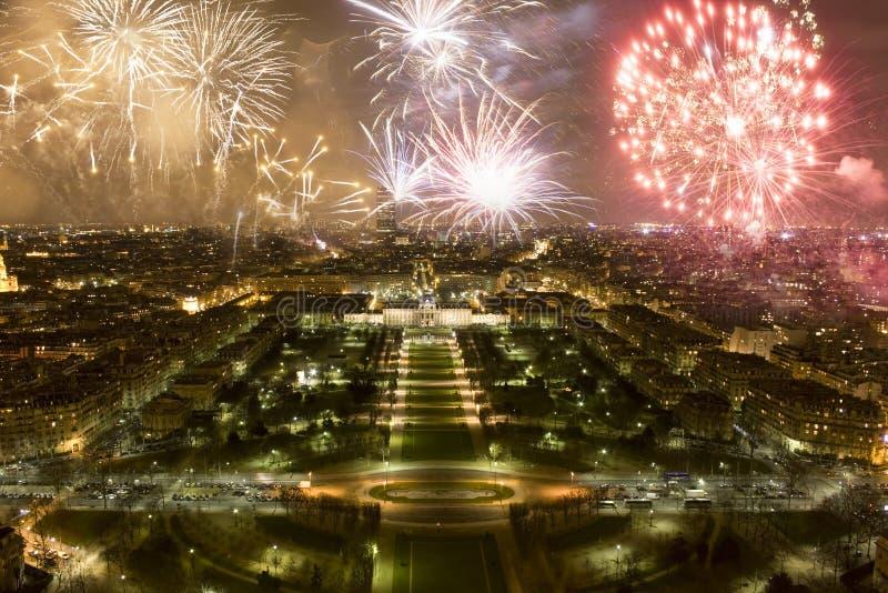 烟花,新年的庆祝在巴黎,法国 免版税库存照片