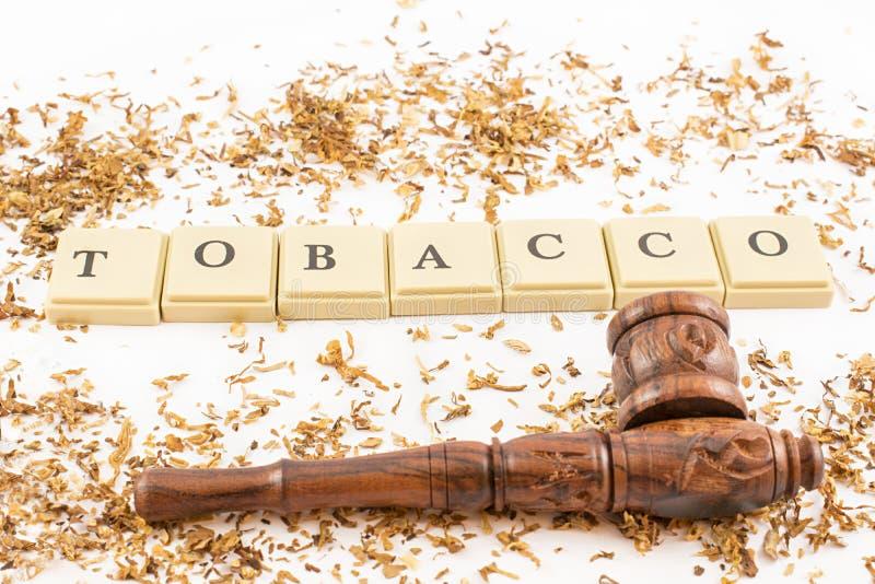 烟草和管子 免版税库存照片