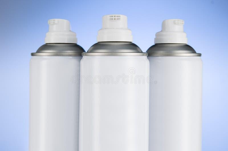 烟雾剂喷射装喷管特写镜头于罐中 空气清新剂产品演播室照片 库存图片