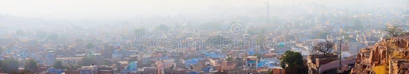 烟雾遮盖物覆盖市乔德普尔城,印度 免版税库存照片