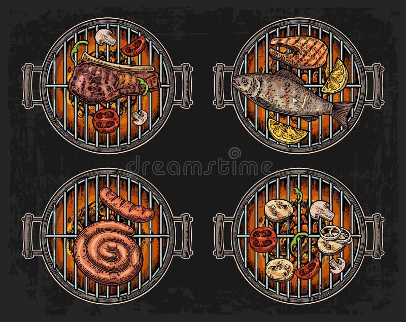 烤与木炭、蘑菇、蕃茄、胡椒、香肠、柠檬、鱼和牛排的格栅顶视图 食物餐馆菜单templat 皇族释放例证