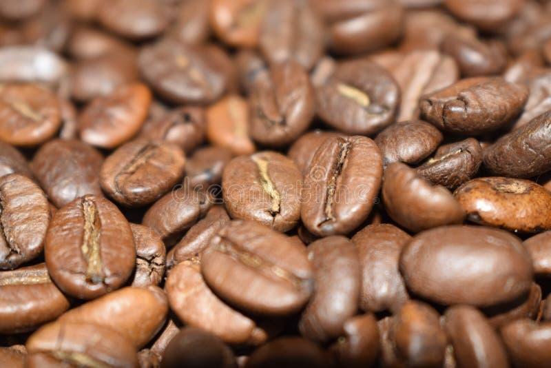 烤咖啡豆、咖啡、芳香食物和饮料 顶视图平的纹理 库存图片