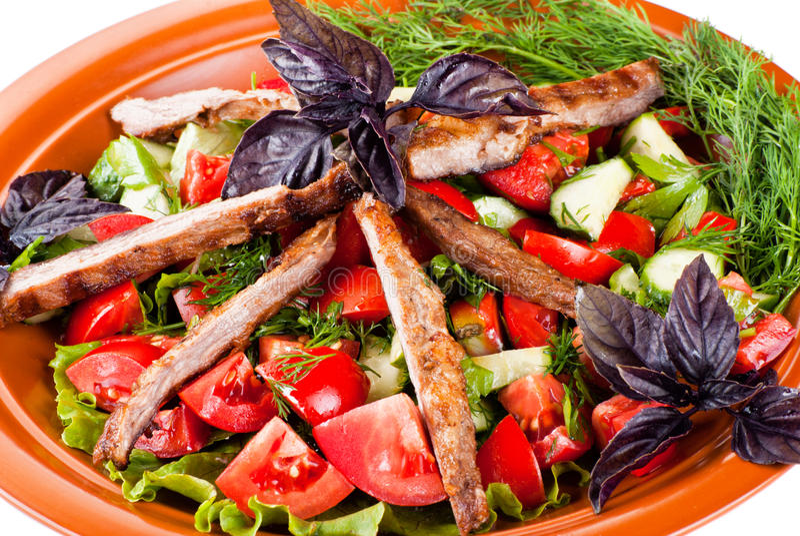 烤牛肉和嫩煎的菜小条。沙拉 库存照片