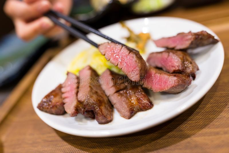 烤牛肉在餐馆 图库摄影