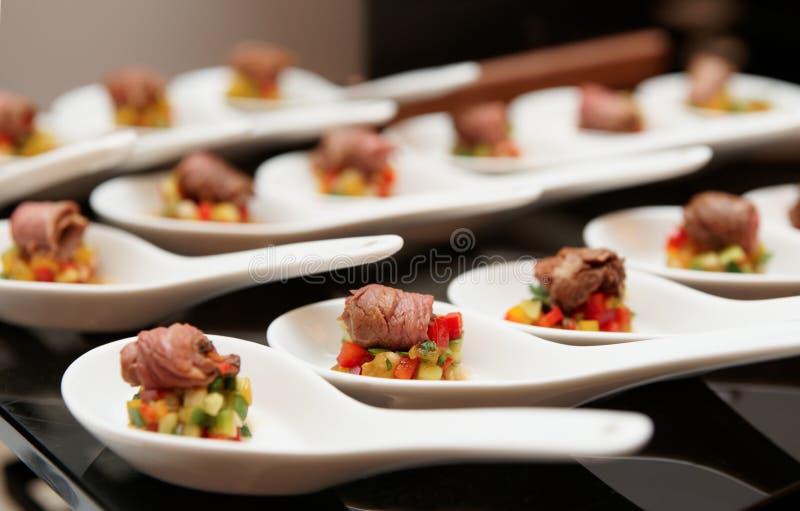 烤牛肉小卷与菜的 库存照片
