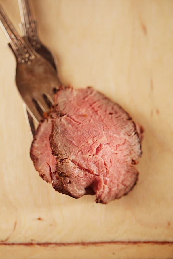 烤牛肉牛排,完全煮熟和烤的sous vide 免版税库存图片
