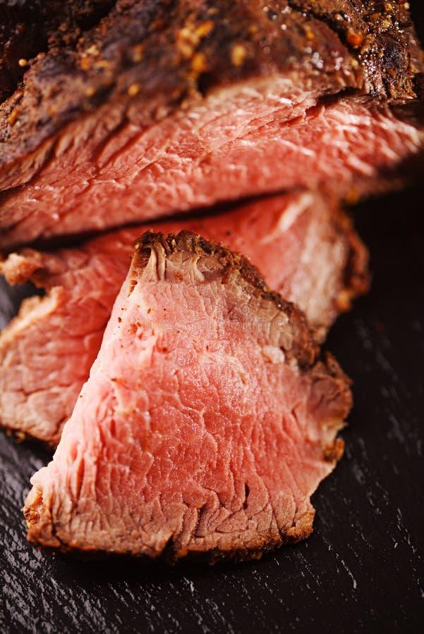 烤牛肉牛排,完全煮熟和烤的sous vide 库存图片