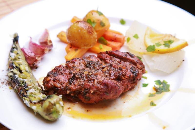 烤猪肉牛排用草本 图库摄影