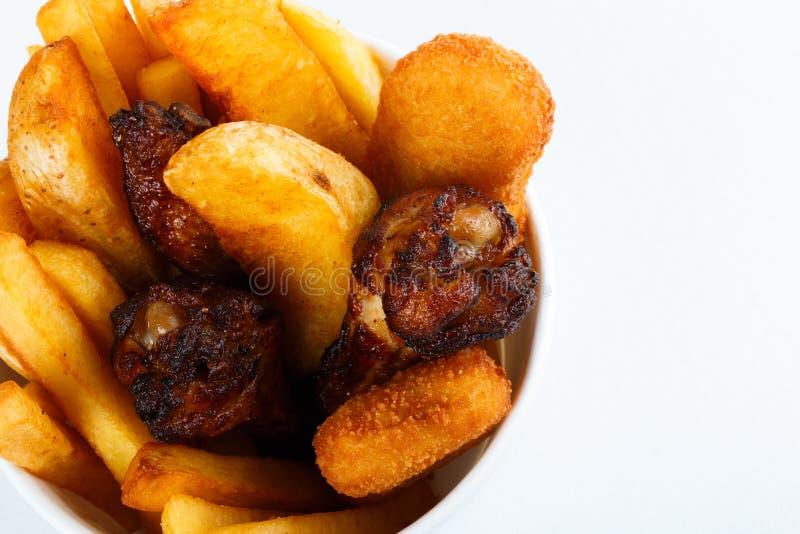 烤的被烘烤的鸡腿土豆 菜单被隔绝的照片 免版税库存照片