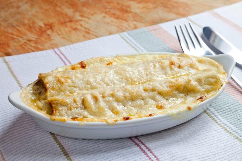 烤碎肉卷子用乳清干酪乳酪 库存照片