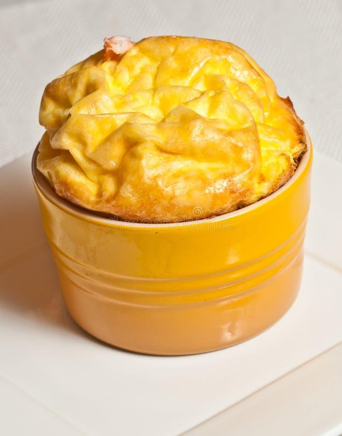 烤箱喘气了龙虾和咸味干乳酪乳蛋糕paleo饮食 免版税库存图片