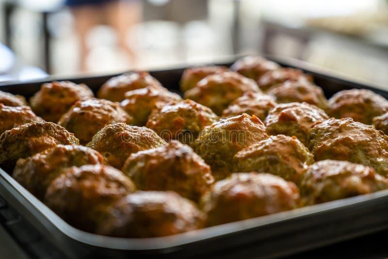 烤箱烘烤了丸子是身体每天需要的一个优秀蛋白质来源 库存照片