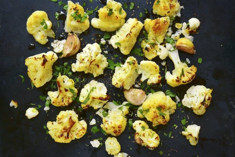 烤箱被烘烤的辣花椰菜 顶视图 图库摄影