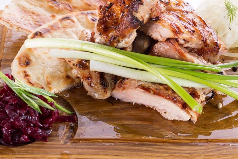 烤肉用在木背景的调味汁 免版税图库摄影