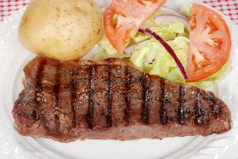 烤肉腰部牛排主街上顶视图 库存图片