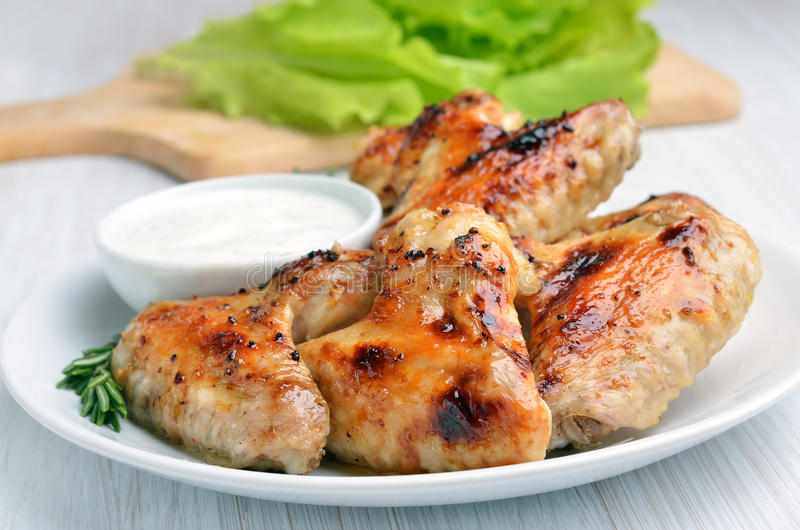 Download 烤肉鸡翼 库存照片. 图片 包括有 没人, 调味汁, 弯脚的, 大使, 新鲜, 油煎, 部分, 客栈, 快速 - 62537718