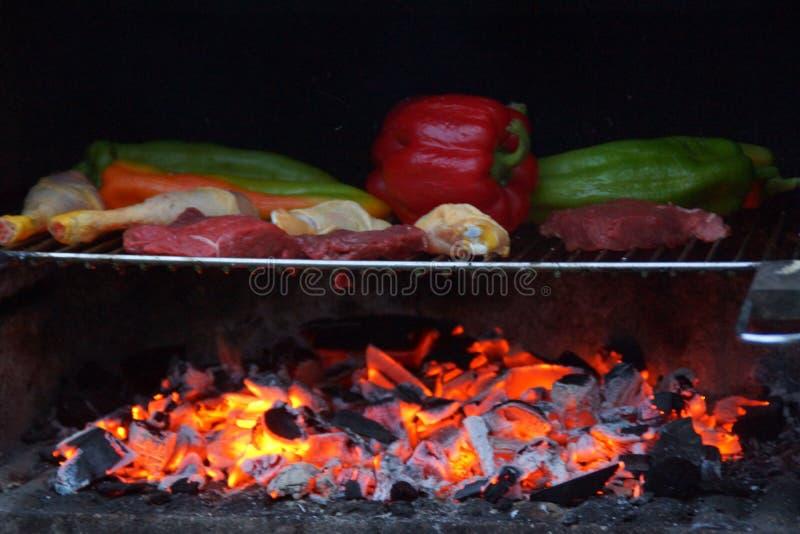 烤肉-它是夏天膳食  库存图片