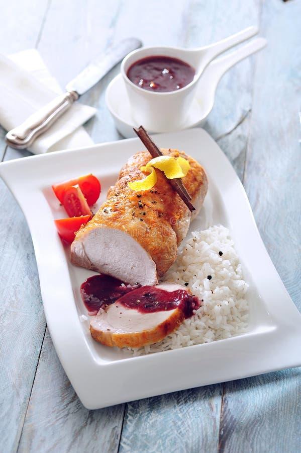 烤腰部猪肉用辣布拉斯李子李酱 库存照片