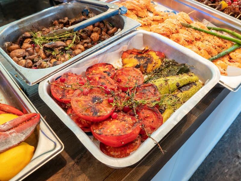 烤菜、蘑菇和虾 免版税图库摄影