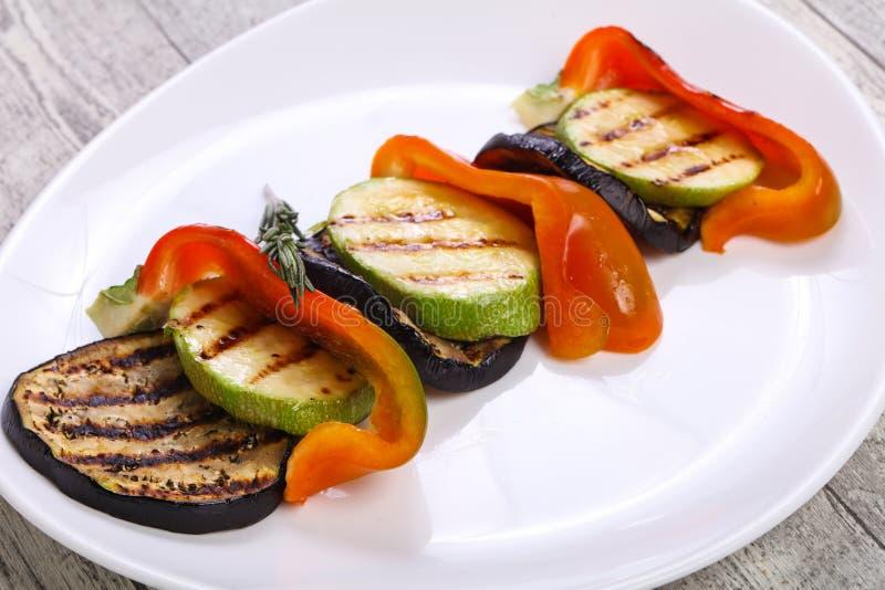 烤菜-茄子、夏南瓜和胡椒 免版税库存照片