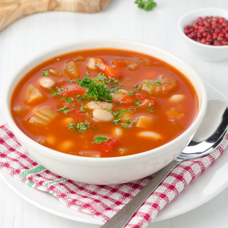 Download 烤蕃茄汤用豆、芹菜和甜椒 库存图片. 图片 包括有 弯脚的, 荷兰芹, 草本, 豆类, 烹调, 胡椒, 美食 - 30334313