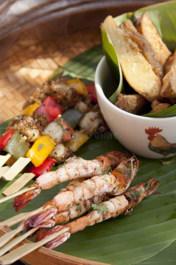 烤虾和鸡烤肉 免版税库存照片