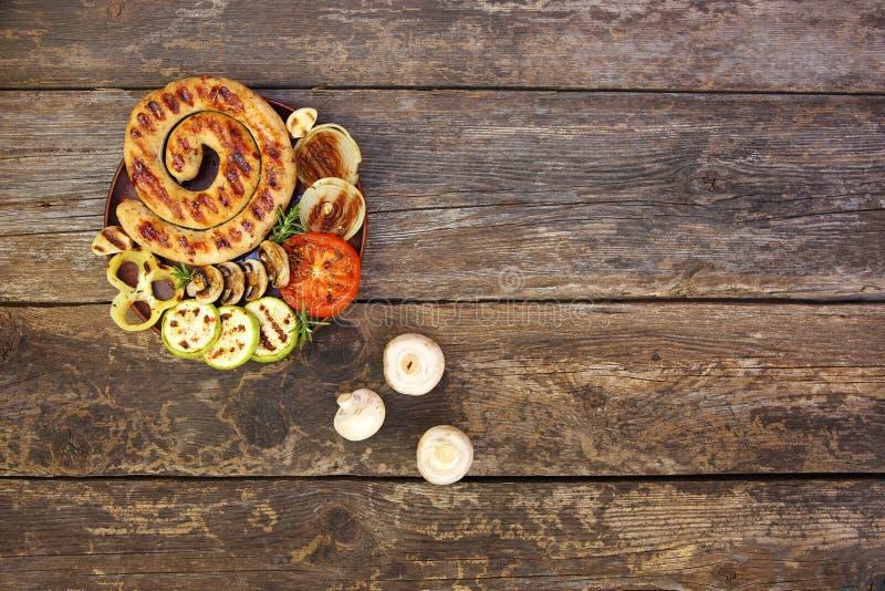 烤香肠和菜 免版税库存图片