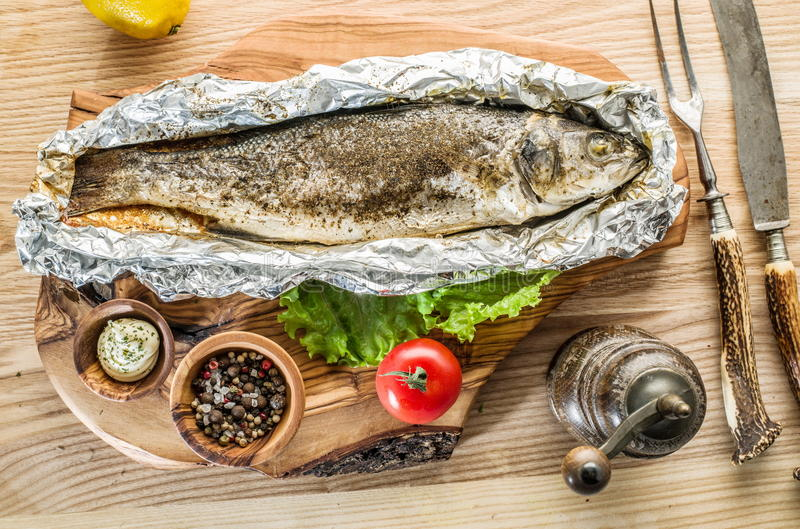 烤鲈鱼鱼 免版税图库摄影