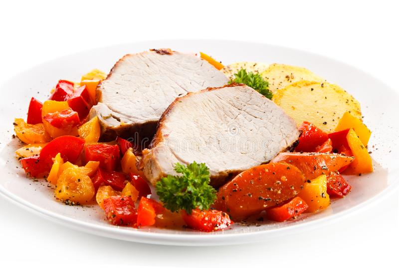 烤鸡内圆角用土豆和菜沙拉 免版税库存图片