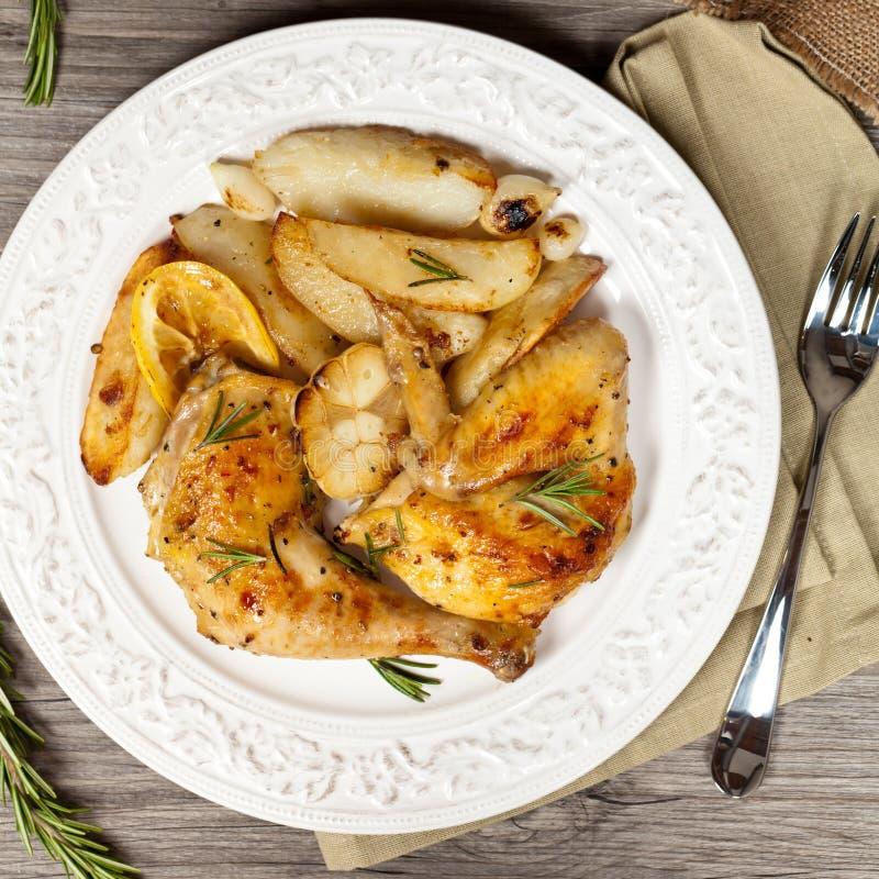 Download 烤鸡用大蒜 库存图片. 图片 包括有 家禽, 美食, 迷迭香, 准备好, 丁香, 食物, 正餐, 大蒜, 烹调 - 59103879