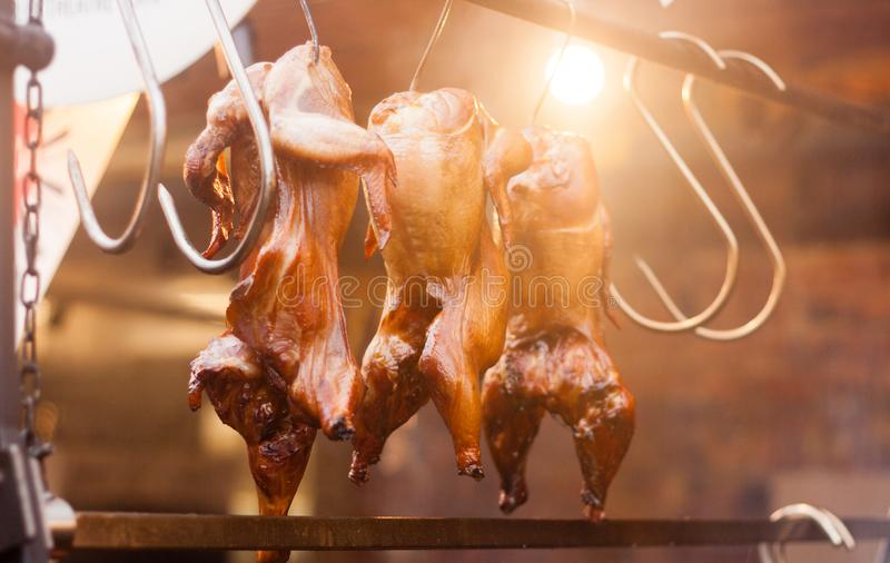 烤鸡行在街道节日的 图库摄影