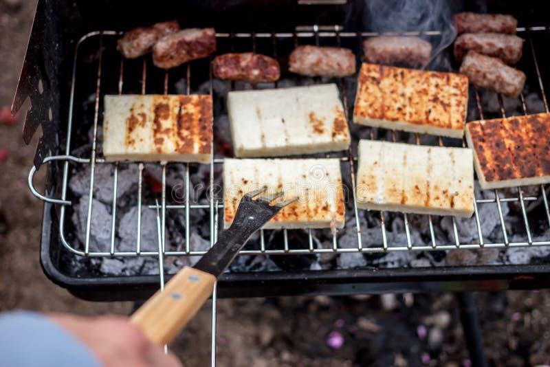 烤cevapcici和乳酪巴尔干烹调 免版税库存照片