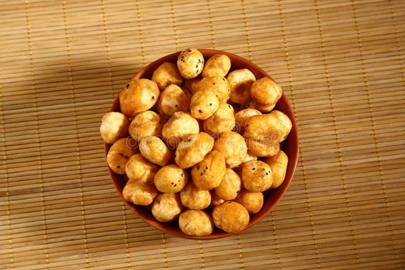 烤Phool Makhana或酥脆莲花流行种子 免版税图库摄影