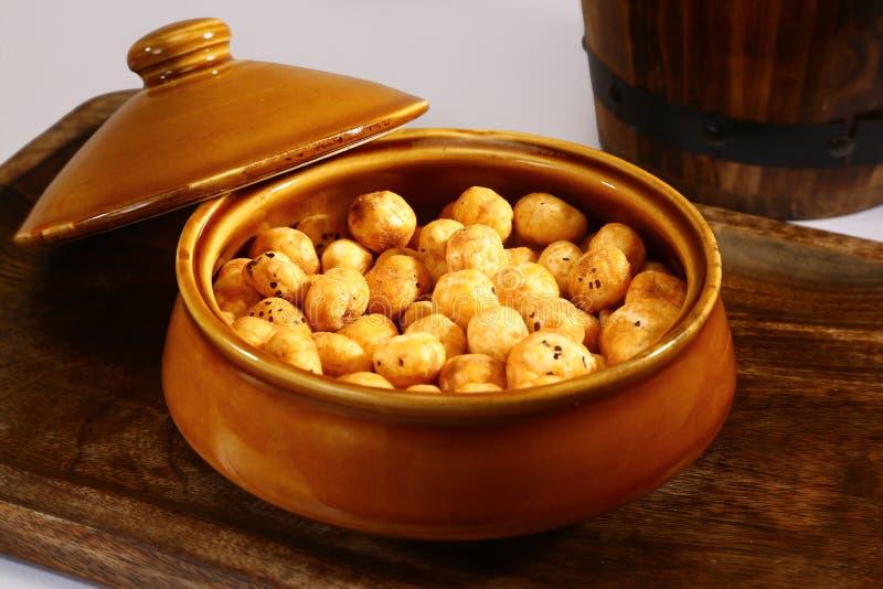 烤Phool Makhana或酥脆莲花流行种子 免版税库存照片
