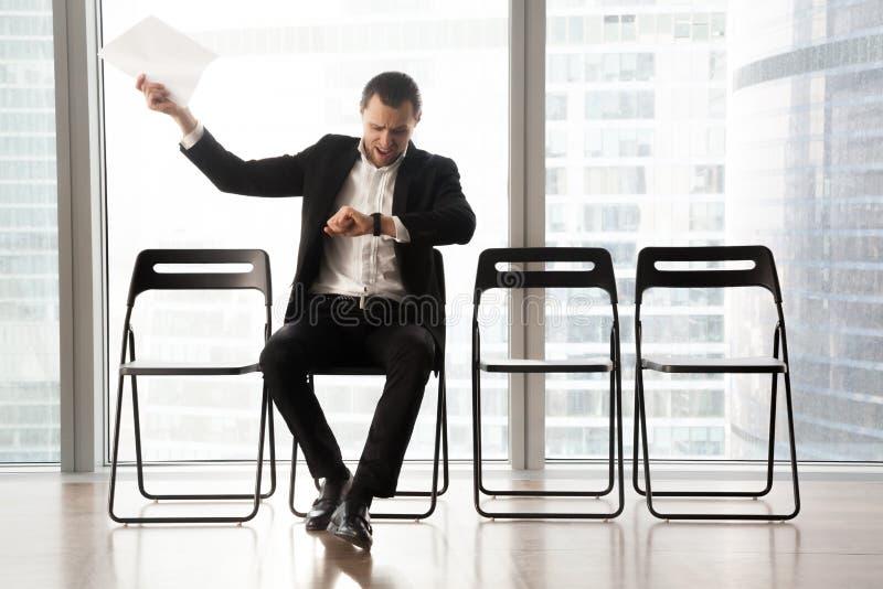 烦乱不耐烦的商人叫喊在愤怒由于特德 免版税库存照片