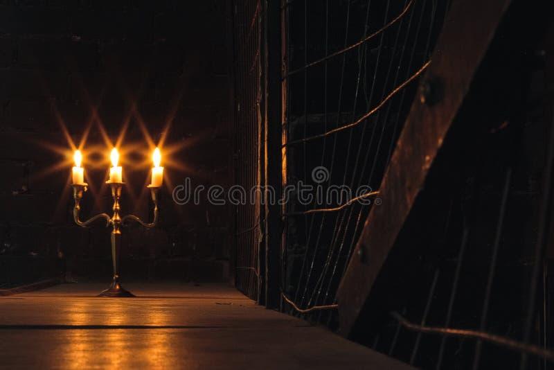 烧在黑暗和拷贝空间中的小组邪恶的蜡烛  免版税图库摄影