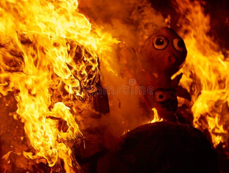 烧在巴伦西亚费斯特的法利亚斯火在3月19日 库存图片