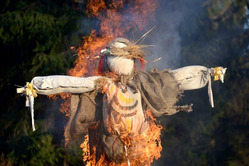 烧在Maslenitsa的庆祝的一个肖象 免版税库存图片