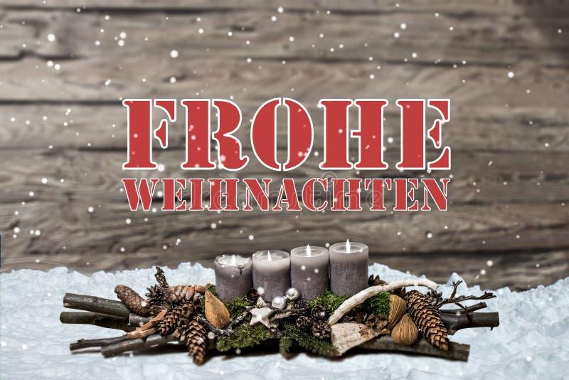 烧灰色蜡烛的圣诞快乐装饰弄脏了背景雪德语的正文消息 图库摄影