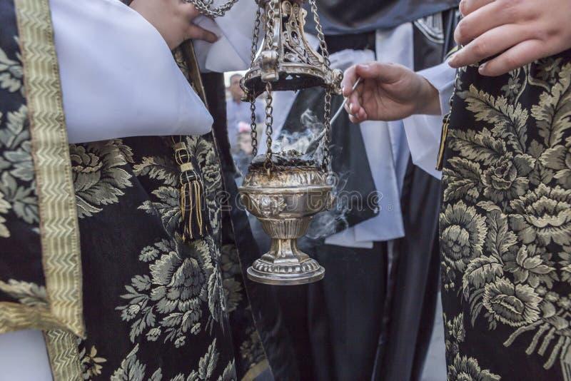 烧香火的银或羊魄香炉在圣周,温泉 免版税库存图片