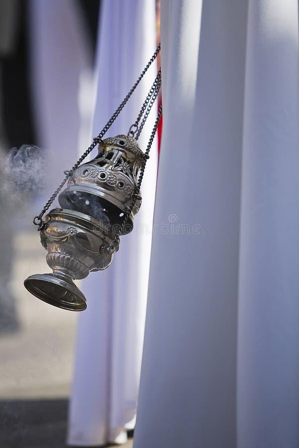 烧香火的银或羊魄香炉在圣周 免版税库存照片