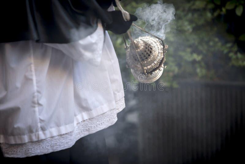 烧香火的银或羊魄香炉在圣周 免版税图库摄影