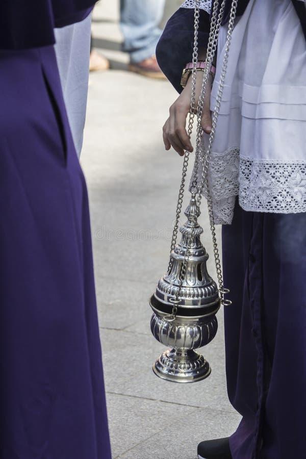 烧香火的银或羊魄香炉在圣周 免版税库存图片