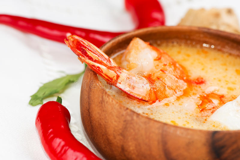 热和酸汤和虾泰国传统食物汤姆  免版税库存图片