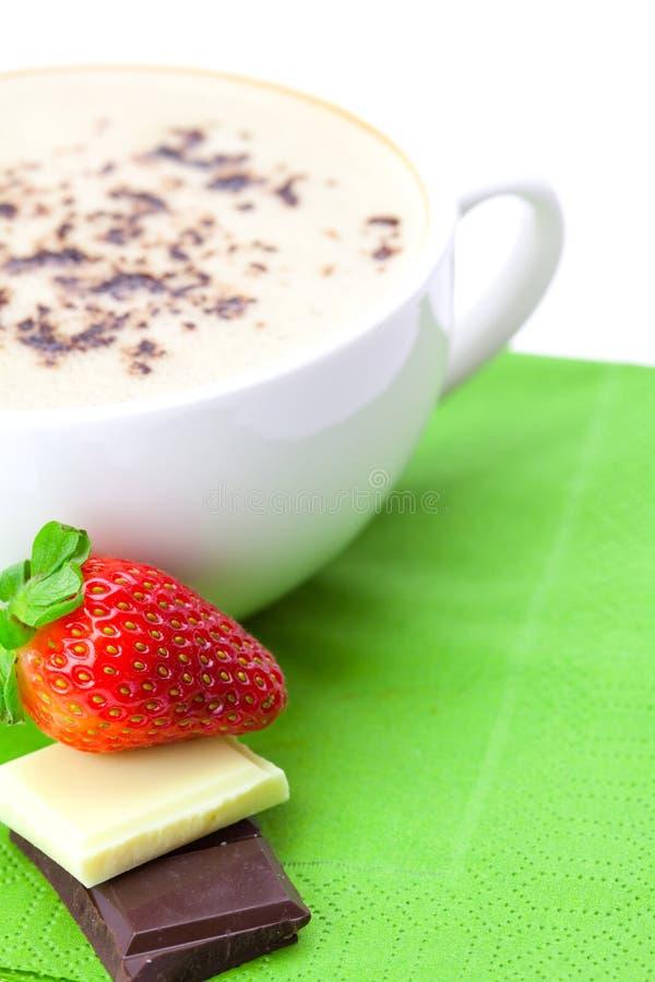 热奶咖啡切削巧克力杯子草莓 库存图片