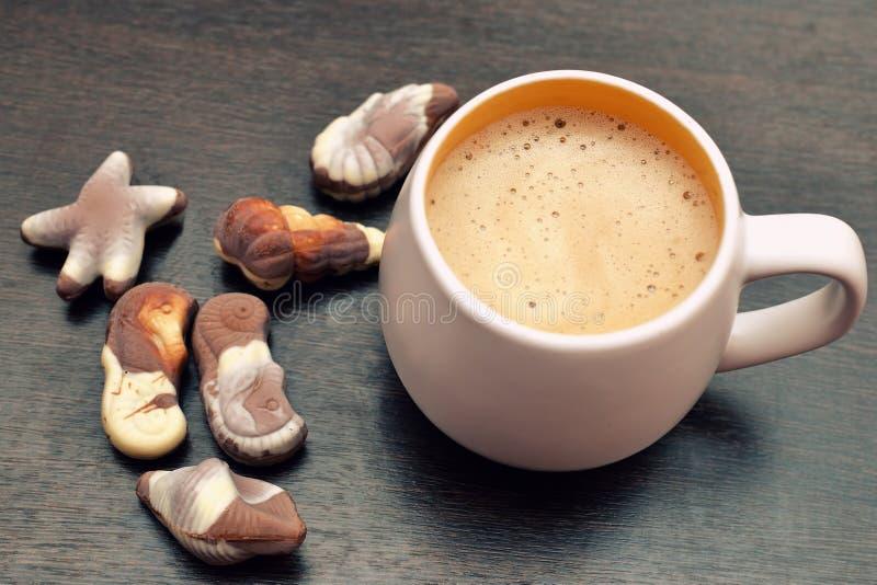 热奶咖啡和食家比利时人巧克力 库存图片