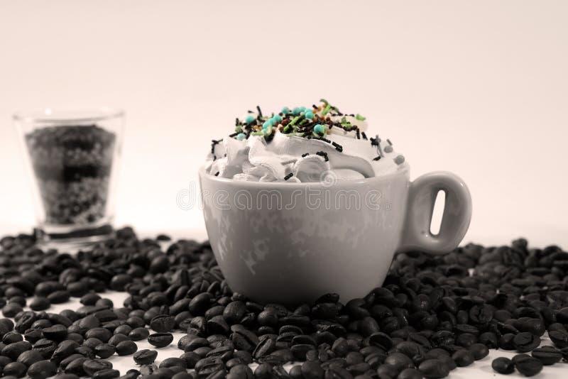 热奶咖啡用糖果 免版税库存照片