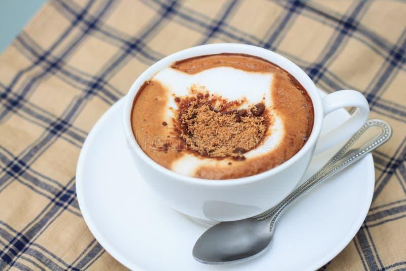 热奶咖啡 杯热奶咖啡 库存照片
